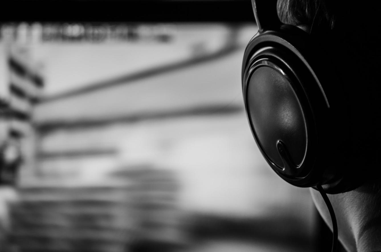 czarno biała słuchawka